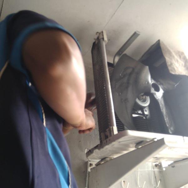 Service cek kebocoran freon ac pada bagian outdoor di batu aji Batam